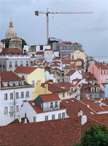 Zina Tours-Russian Tour Guide in Portugal