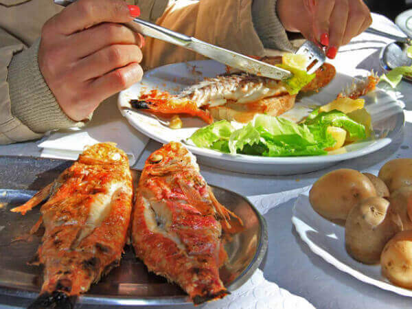 Grilled fish dish in restaurants of Setubal and Sesimbra